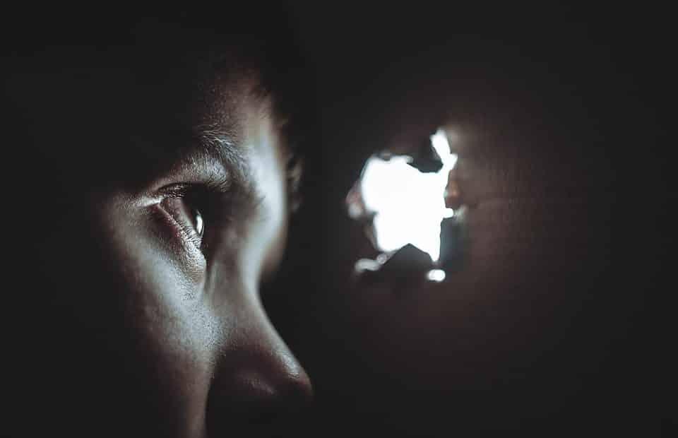 Zoom sur la blemmophobie: tout savoir sur ce trouble psychologique