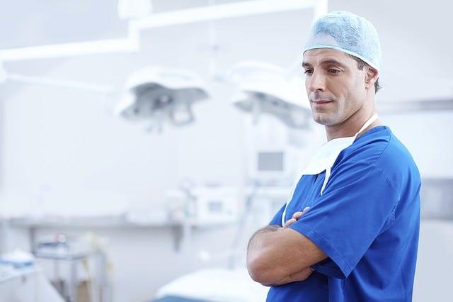 La guerre de la médecine conventionnelle contre la médecine alternative