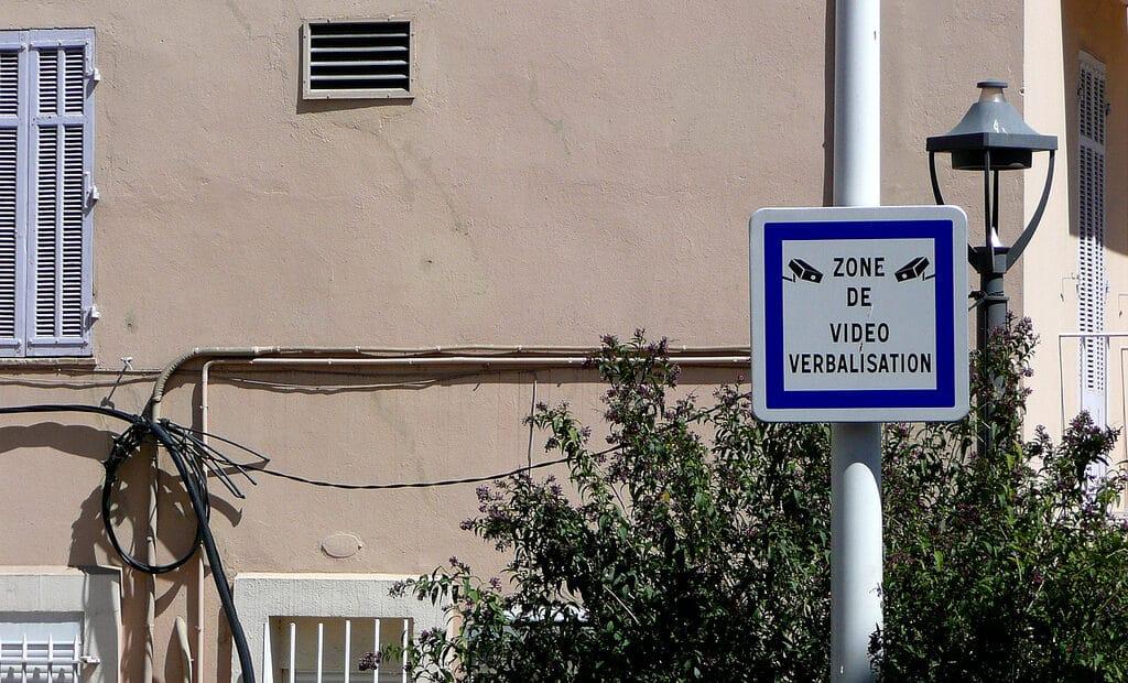 Vidéo-verbalisation à paris: la chasse aux infractions routière