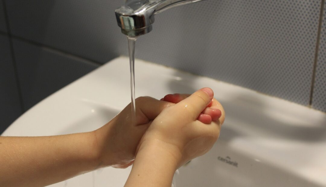 se laver régulièrement les mains pour empêcher la propagation du coronavirus