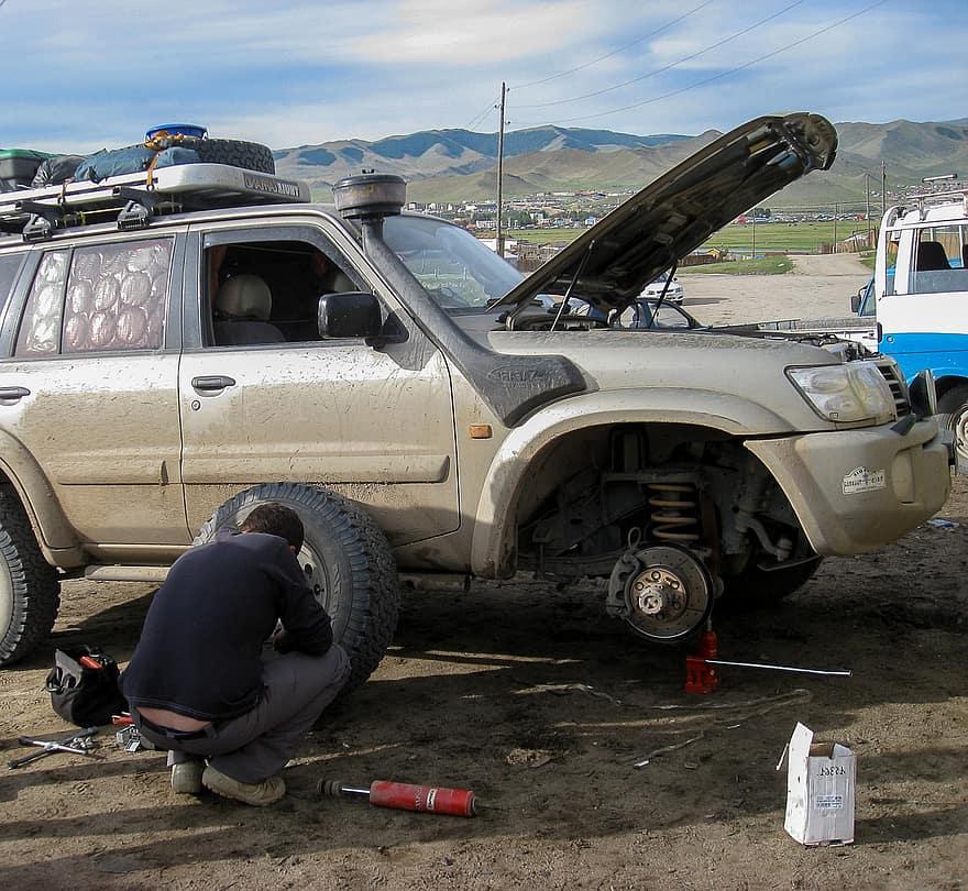 le cric permet de soulever le véhicule pour changer ou réparer un pneu