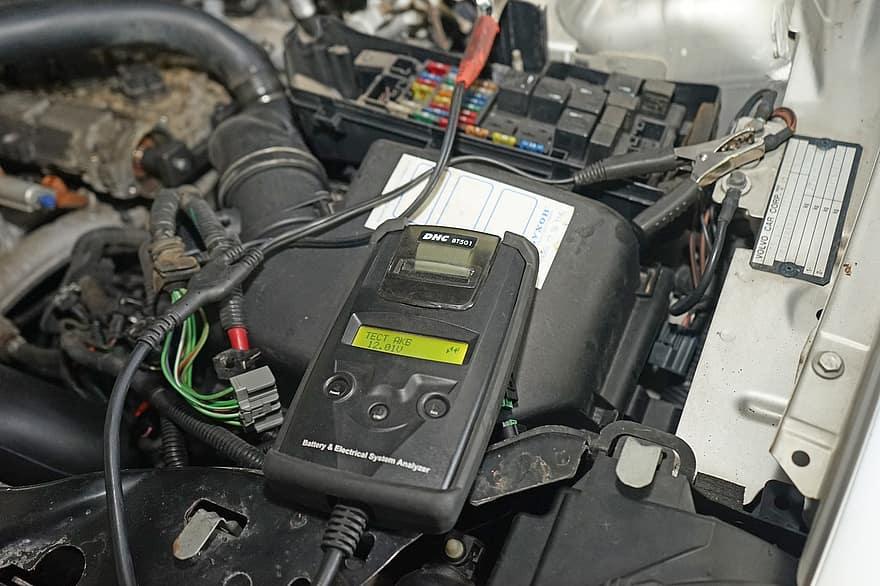 Quelle est la tension d'une batterie de voiture?